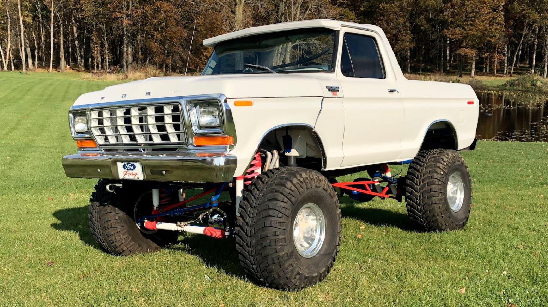 1979 Ford Bronco Packs Plenty Of Power 2.JPG
