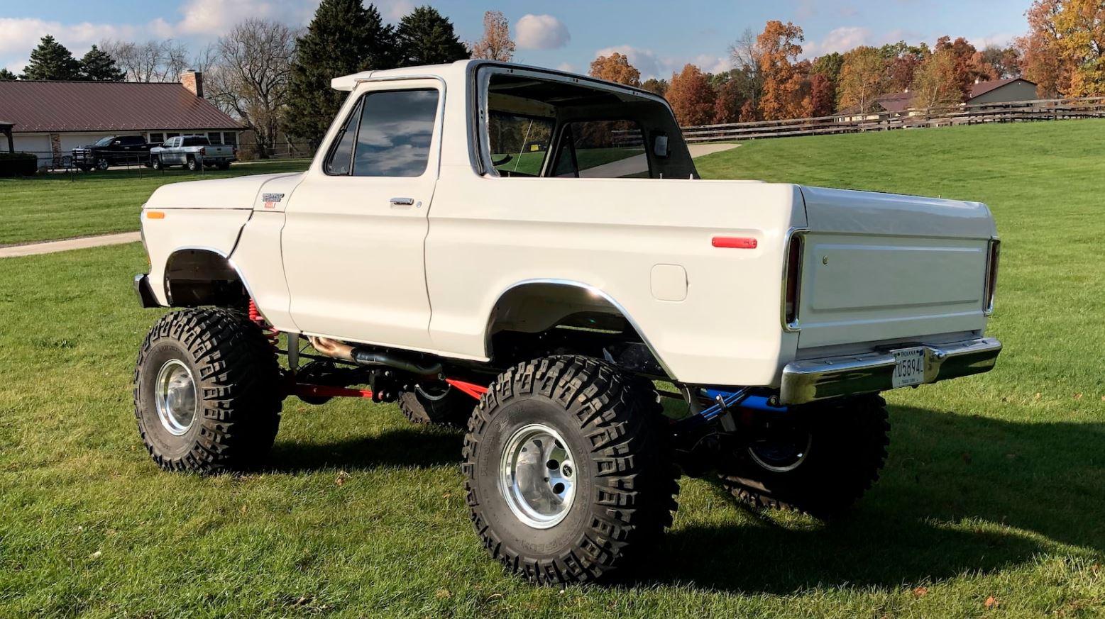 1979 Ford Bronco Packs Plenty Of Power 3.JPG
