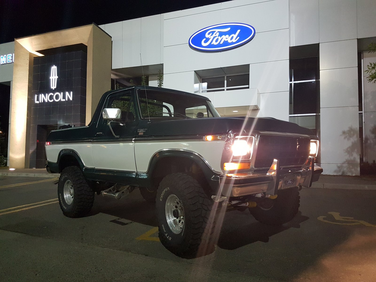 1979 Ford Bronco With a 400 Engine 5.jpg