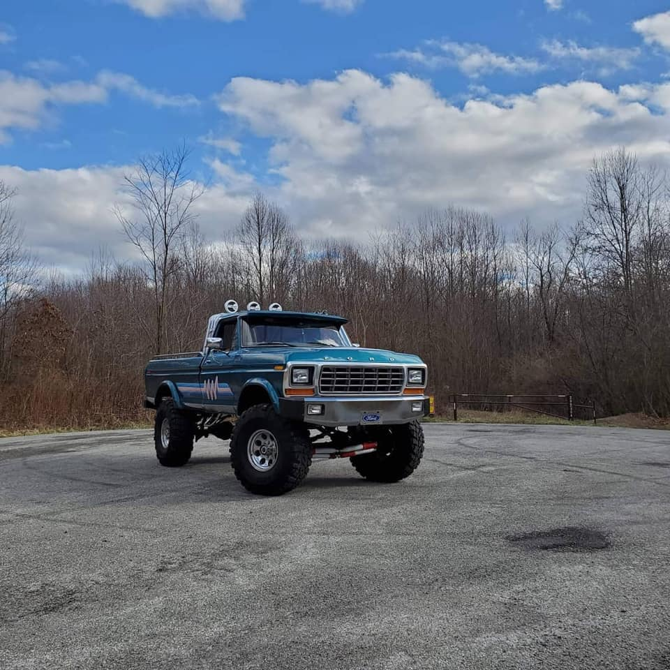 1979 Ford F-250 With A 460 9-Inches Lift 2.jpg