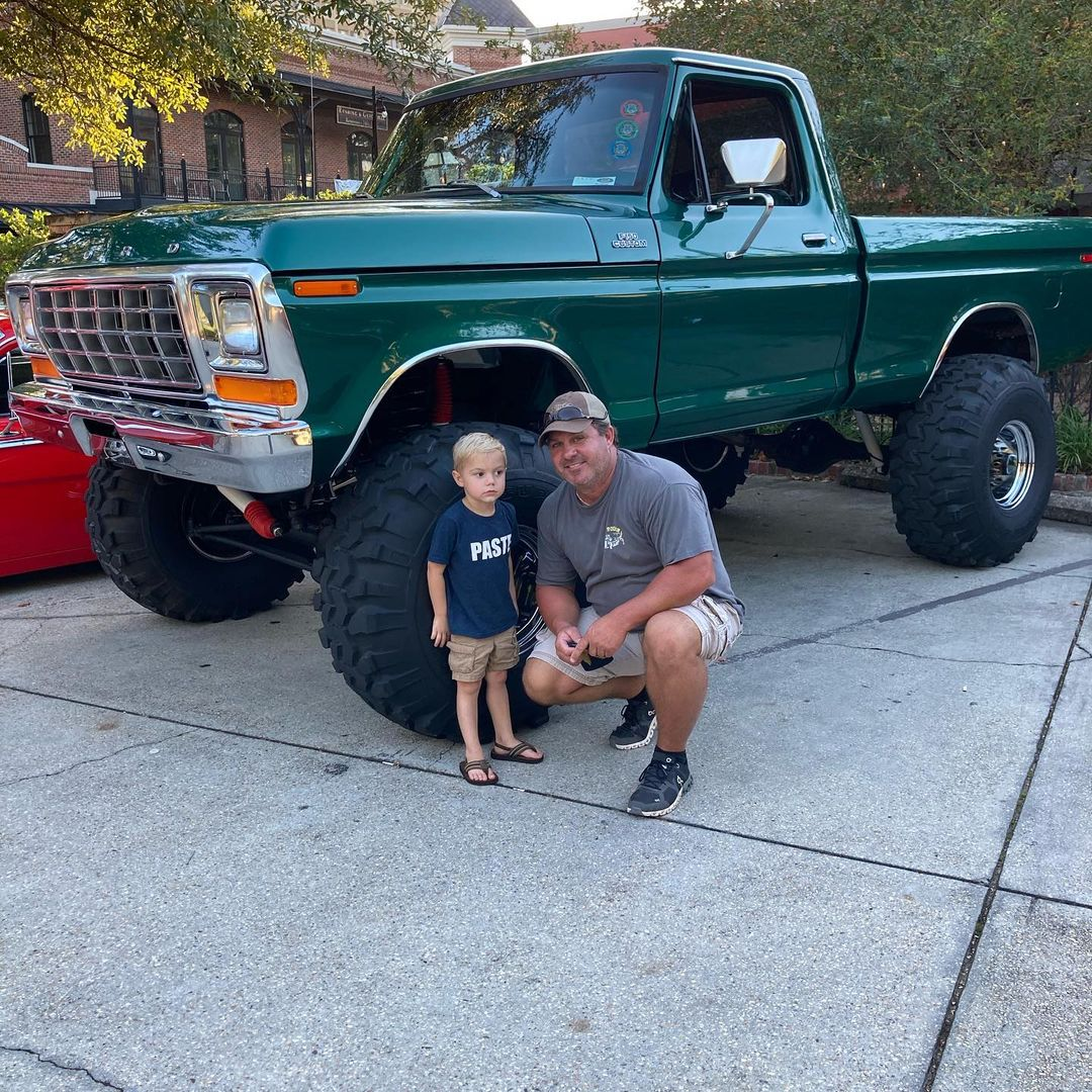 1979 Ford F150 4x4 On Super Swampers 3.jpg