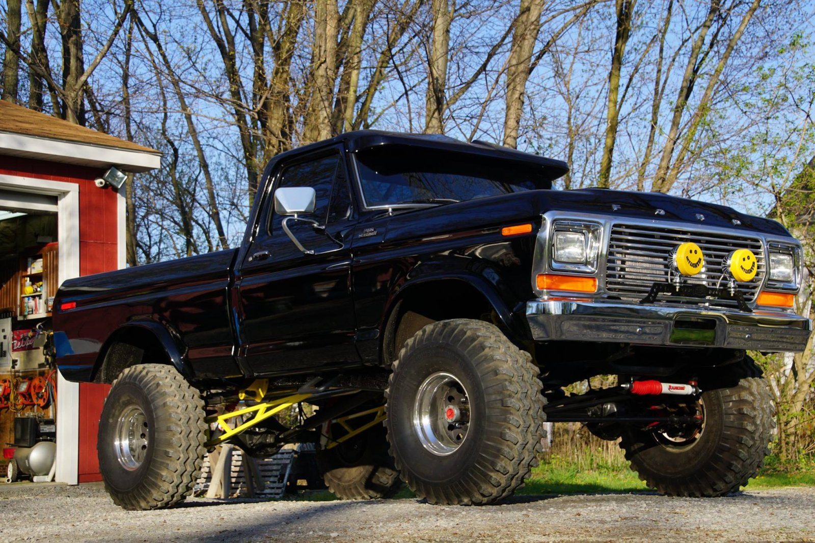 1979 Ford F150 With a 460 Dupont Jet Black Paint 2.jpg