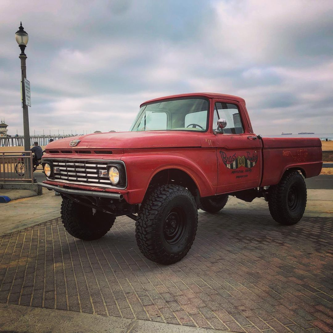 1979 Ford F250 2WD Long Bed Chassis 3.jpg
