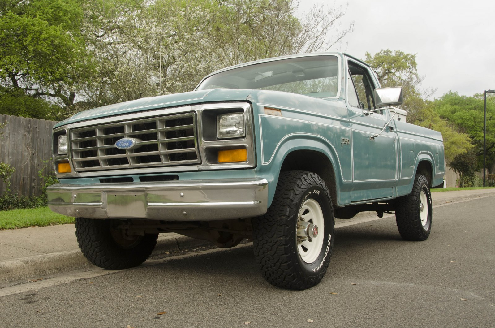 1982 Ford F-150 With a 300ci  Short Bed 4x4 1.JPG