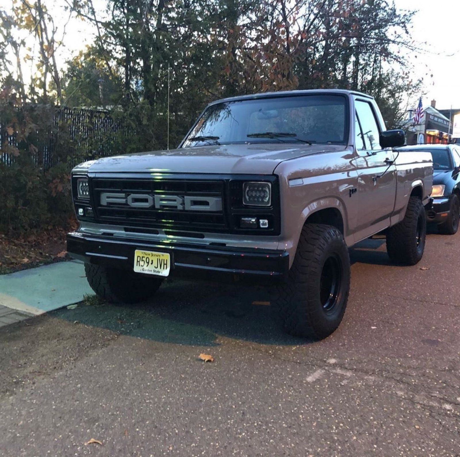 1985 Ford F-150 Short Bed 2WD 4.9L 2.JPG