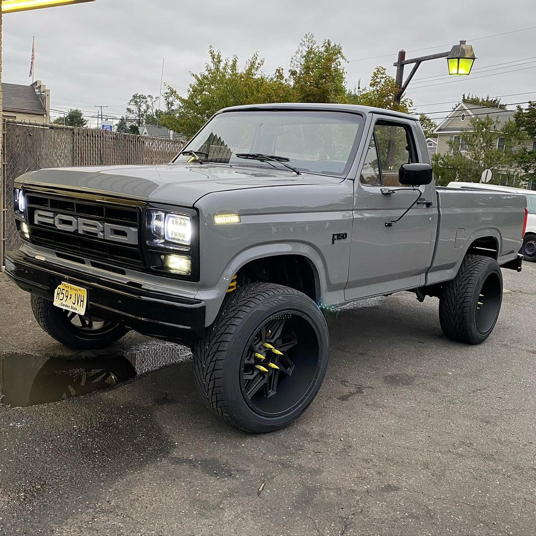 1985 Ford F-150 Short Bed 2WD 4.9L 5.jpg