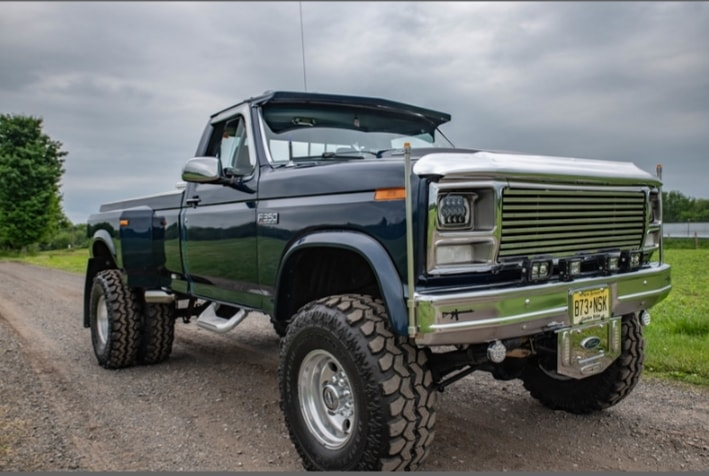 1985 Ford F-350 Dually On Super Swampers 4.jpg