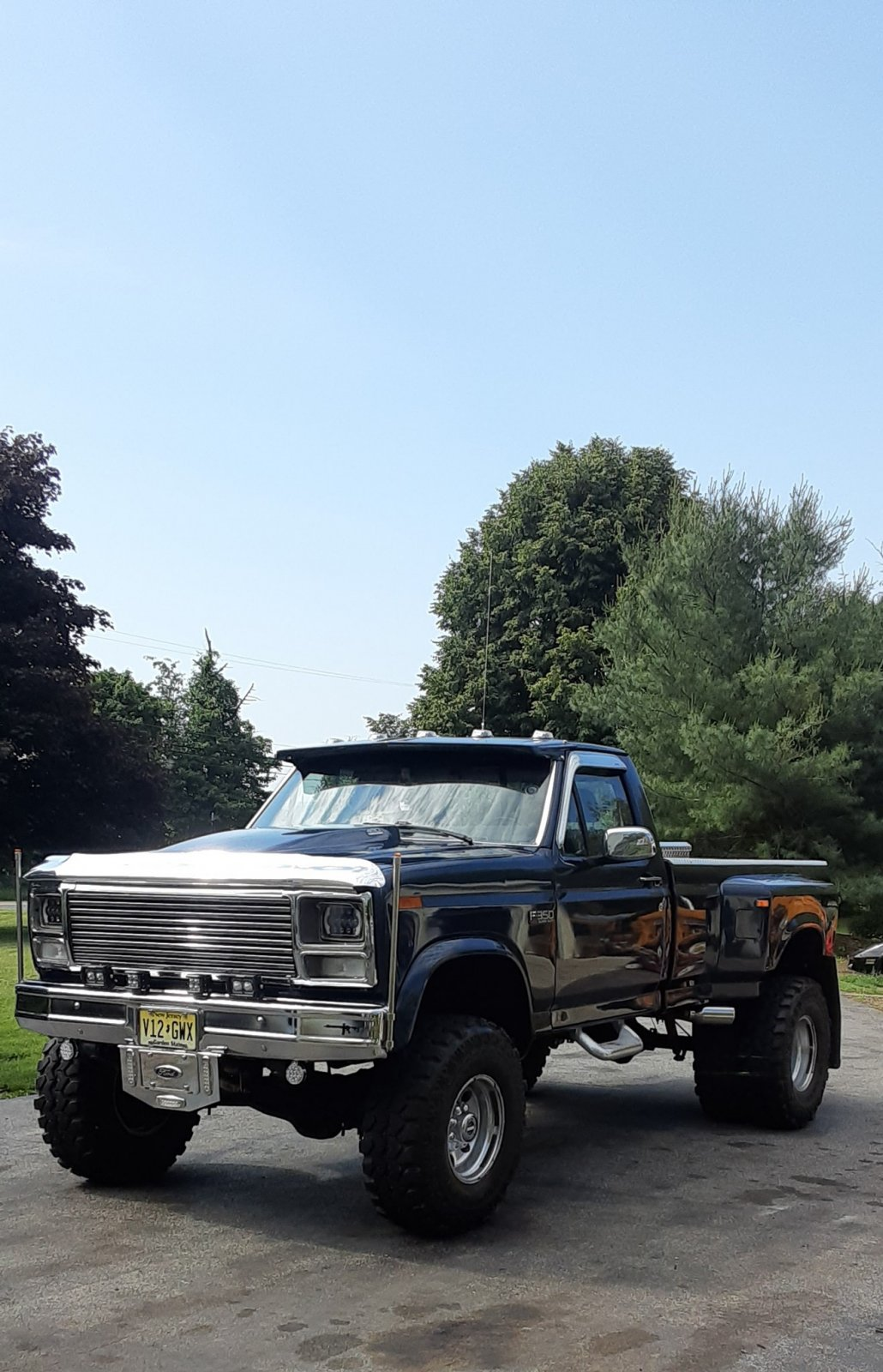 1985 Ford F-350 Dually On Super Swampers 7.jpg