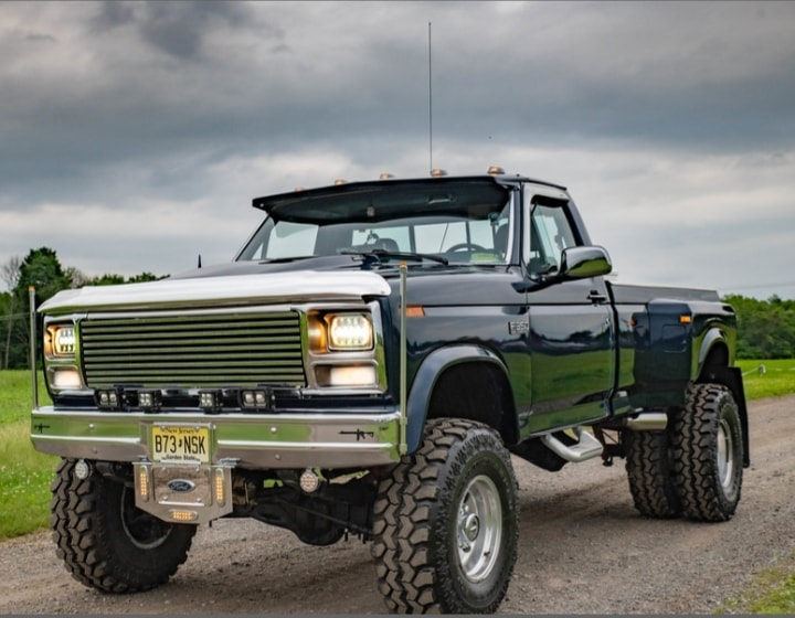 1985 Ford F-350 Dually On Super Swampers 9.jpg