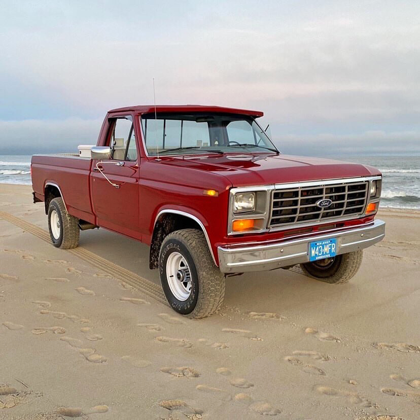 1986 Ford F150 With a 302 4-speed 3.jpg
