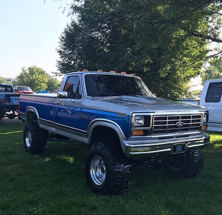 1986 Ford F250 4.9L With a 4 Speed 4x4 3.jpg