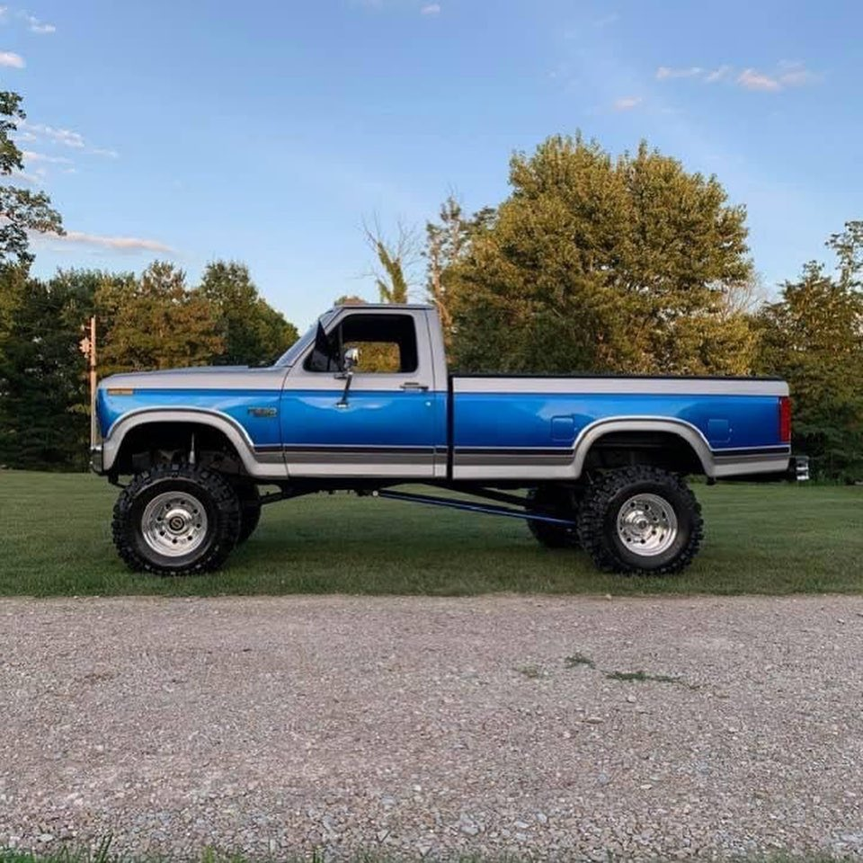 1986 Ford F250 4.9L With a 4 Speed 4x4 4.jpg