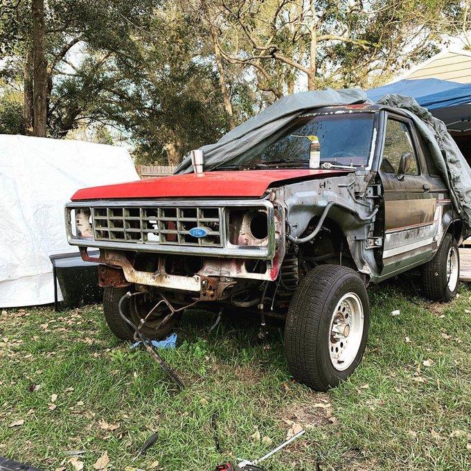 1989 Ford Bronco II Prerunner 4x4 2.jpg