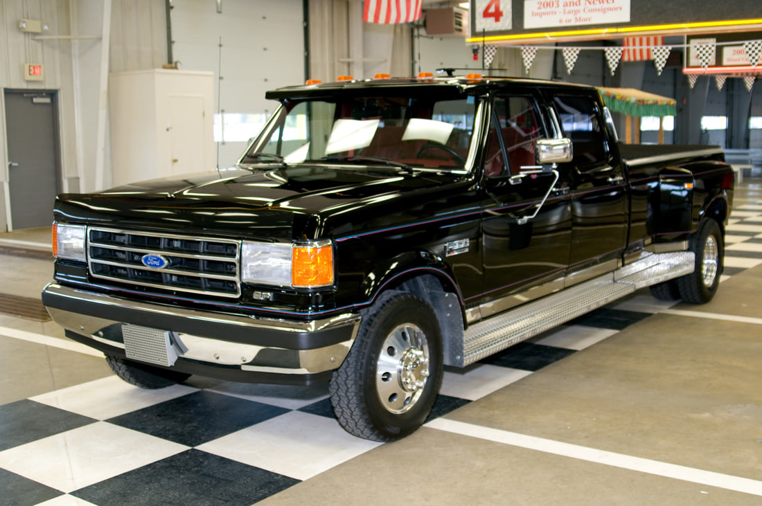 1991 Ford F350 An Luxury Truck of 90s.jpg