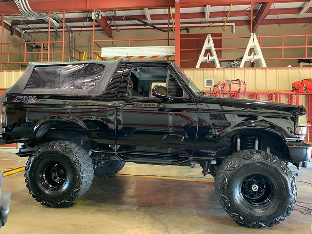 1994 Ford Bronco XLT 5.jpg