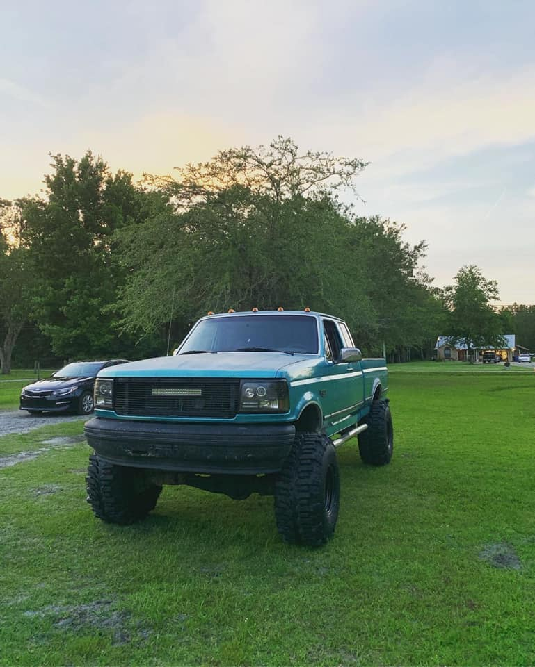 1995 Ford F-150 With 351w 6.4 Bumper Swap And Boggers 2.jpg