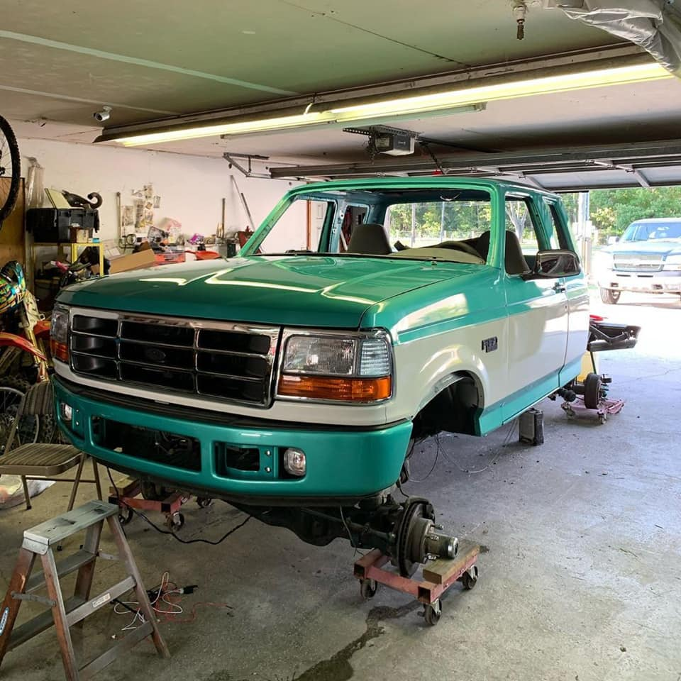 1995 Ford F-150 With 351w 6.4 Bumper Swap And Boggers 5.jpg
