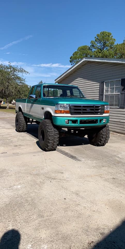 1995 Ford F-150 With 351w 6.4 Bumper Swap And Boggers 7.jpg