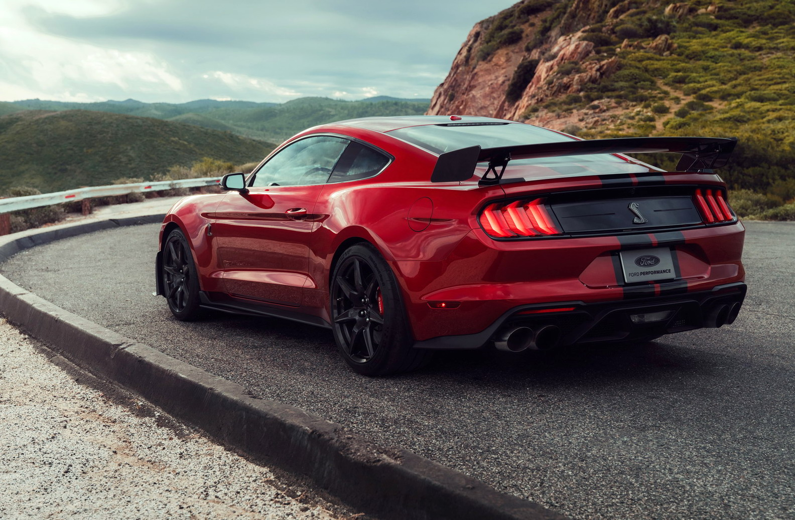2020-Ford-Mustang-Shelby-GT500-03.jpg