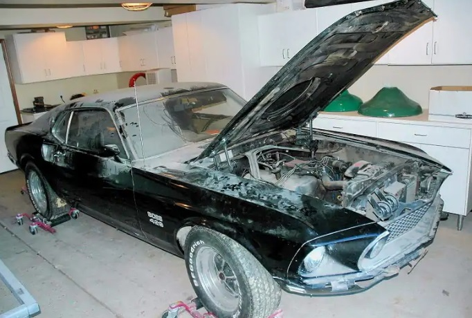 FINE RESTO PUTS BLACK BOSS 9 AT PINNACLE OF MUSCLE CARS 3.jpg