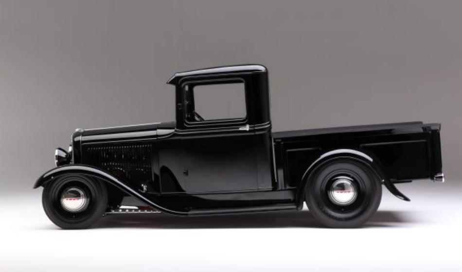 Gorgeous Black Ford 1932 Pickup Truck 3.jpg