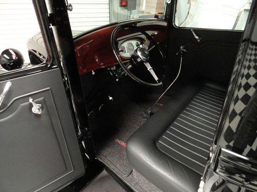 Gorgeous Black Ford 1932 Pickup Truck 4.jpg
