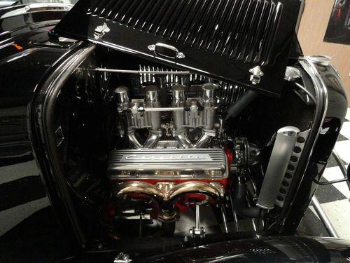 Gorgeous Black Ford 1932 Pickup Truck 6.jpg