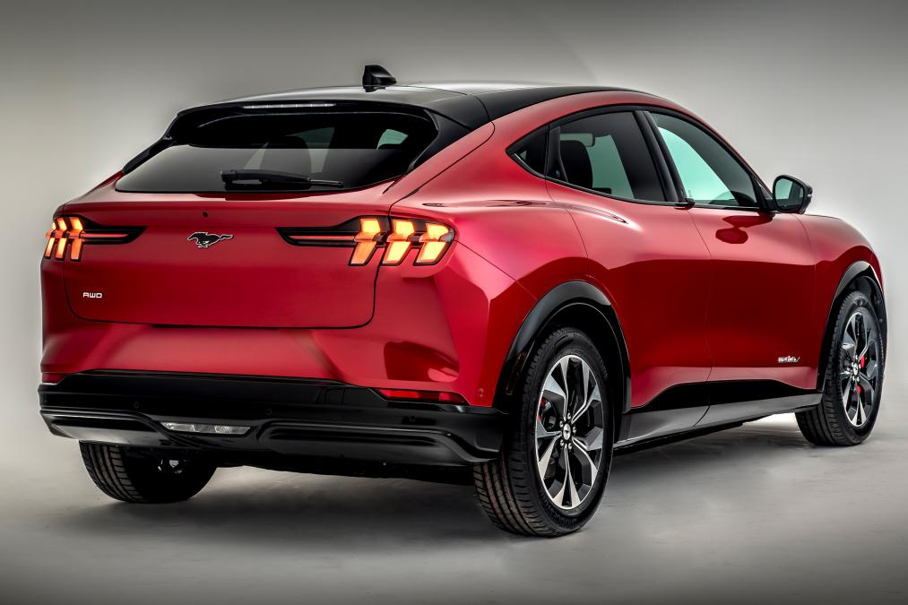 New Ford Mustang Mach-E electric SUV arrives with 370-mile range.jpg