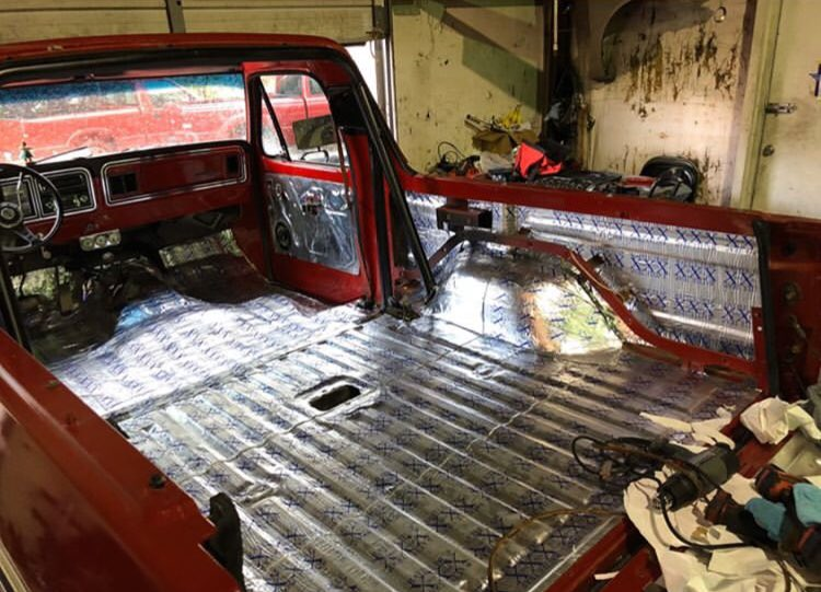 RED 1979 FORD BRONCO WITH A 351W 2.jpg