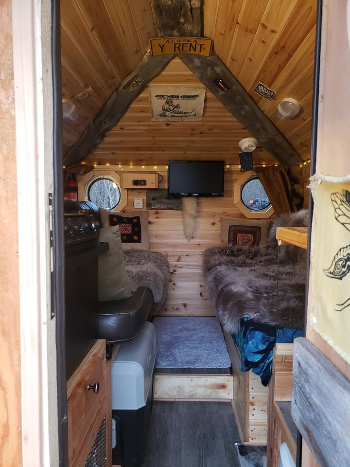 Tiny House Built On Bed Of A Ford F350 2.jpg