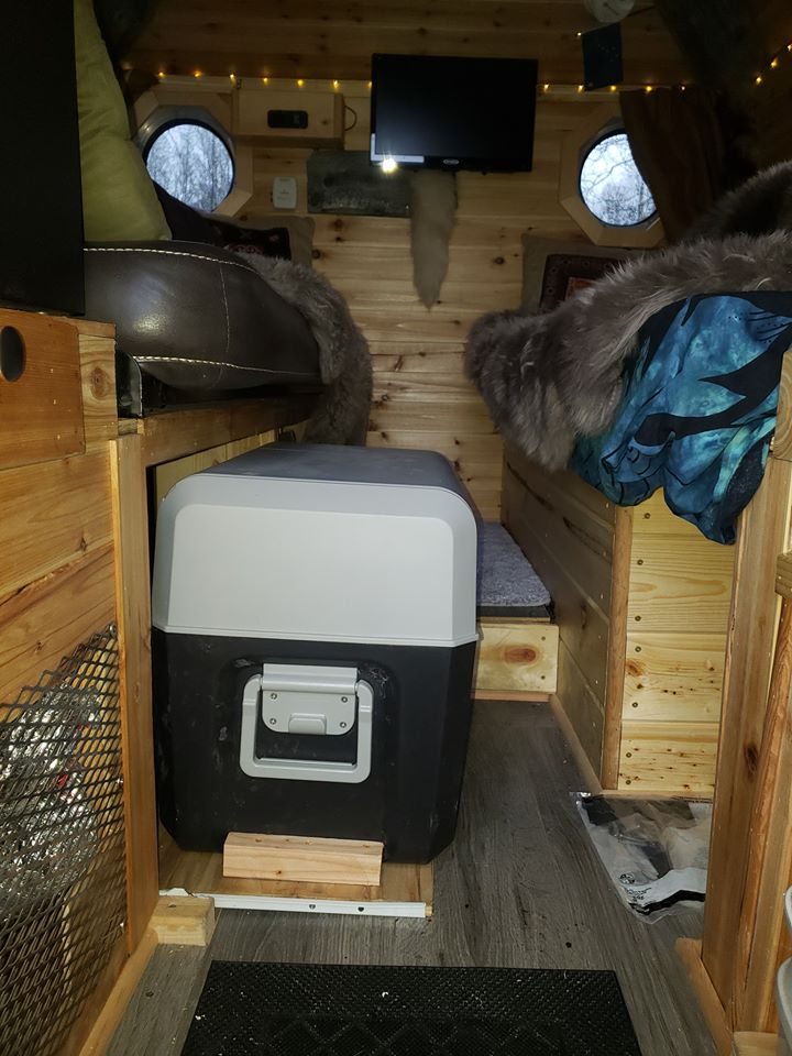 Tiny House Built On Bed Of A Ford F350 6.jpg