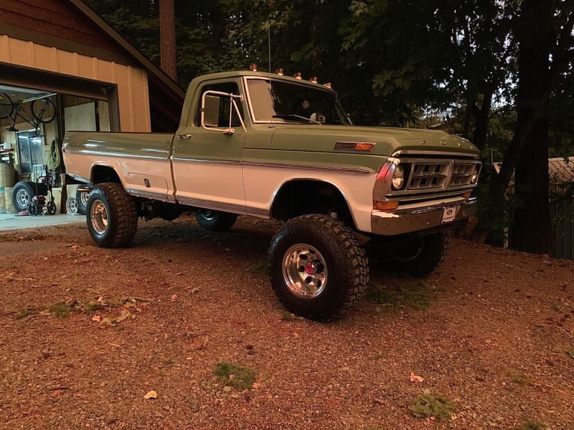 Two Tone 1971 Ford F250 Highboy 2.jpg