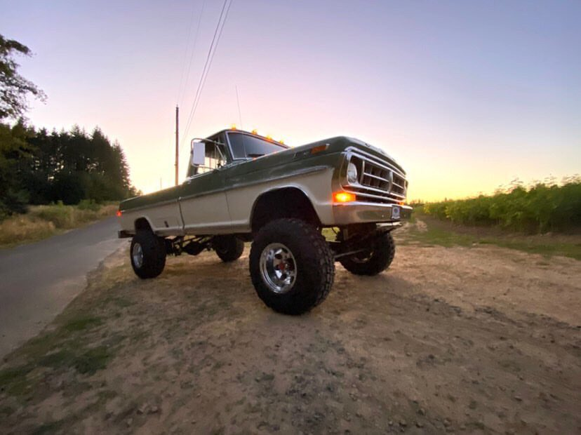 Two Tone 1971 Ford F250 Highboy 6.jpg