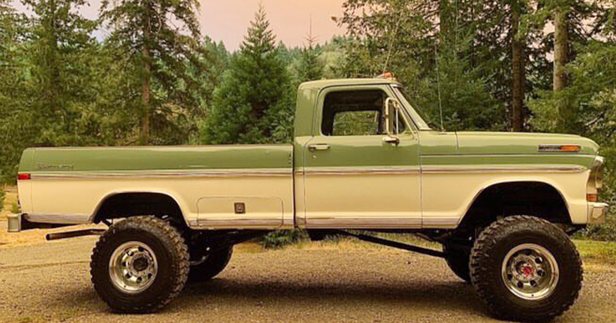 Two Tone 1971 Ford F250 Highboy.jpg