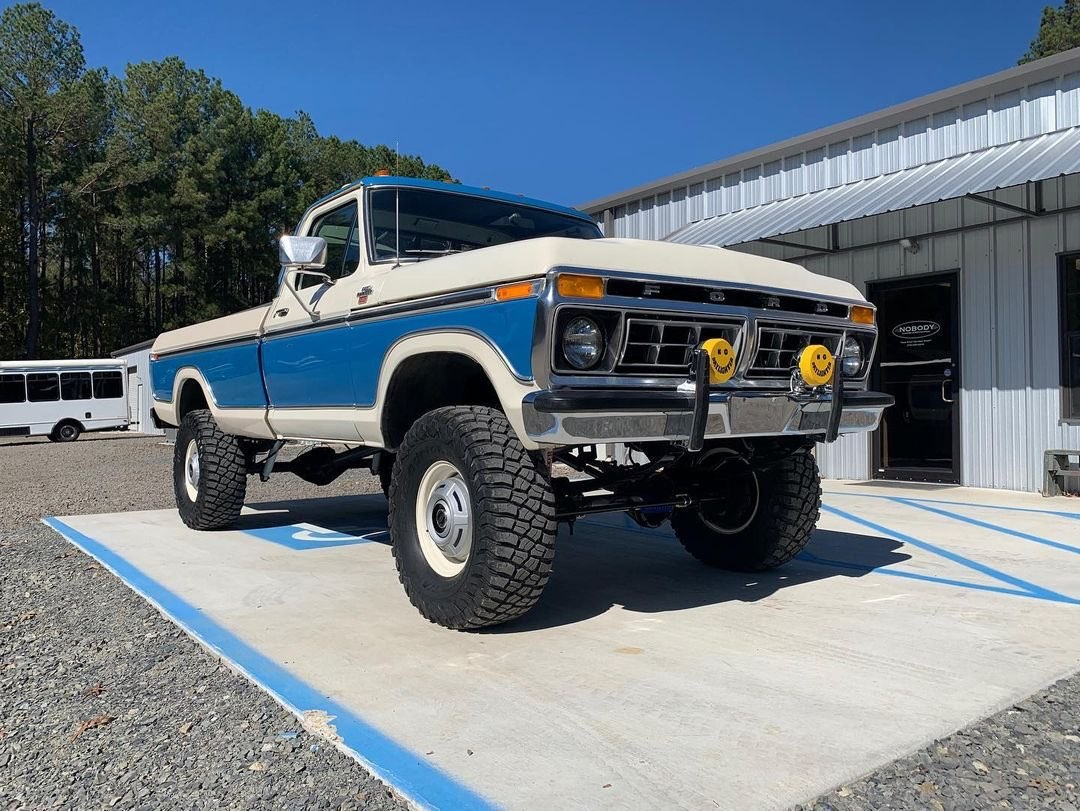 Two Tone 1977 Ford F250 With a 460 4x4 2.jpg