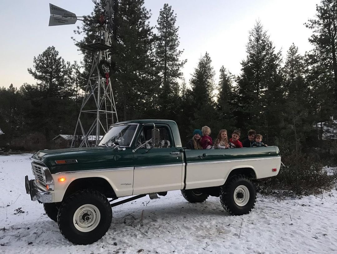 Two Tone Tuesday  1969 Ford F-250 Highboy 4x4 6.jpg