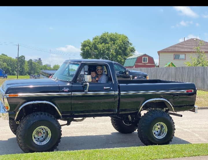 Wife surprised her husband with a 79 Ford Truck 2.jpg